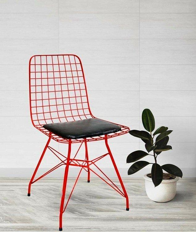 10. Son yılların modası tel sandalyelerde alışkın olmadığımız bir renk.