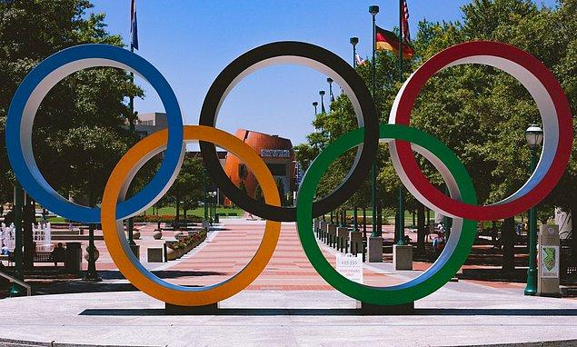 Biliyorsunuz ki aslında geçtiğimiz sene yapılması planlanmış olan 2020 Tokyo Olimpiyatları ertelenerek 23 Temmuz'da başlamıştı. 8 Ağustos'ta sona erecek Olimpiyatlar'ın adından 24 Ağustos'ta Paralimpik Oyunları başlayacak.