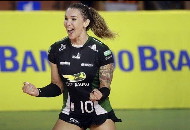 Brezilyalı voleybol oyuncusu Tiffany Abreu'nun kadın voleybol takımına alınmasına komite tarafından onay verildi.