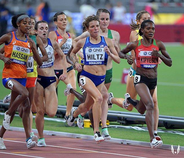 Atletizm dalında yarışan Amerikalı sporcu Nikki Hiltz de 1500 metre koşusu için kabul edildi.