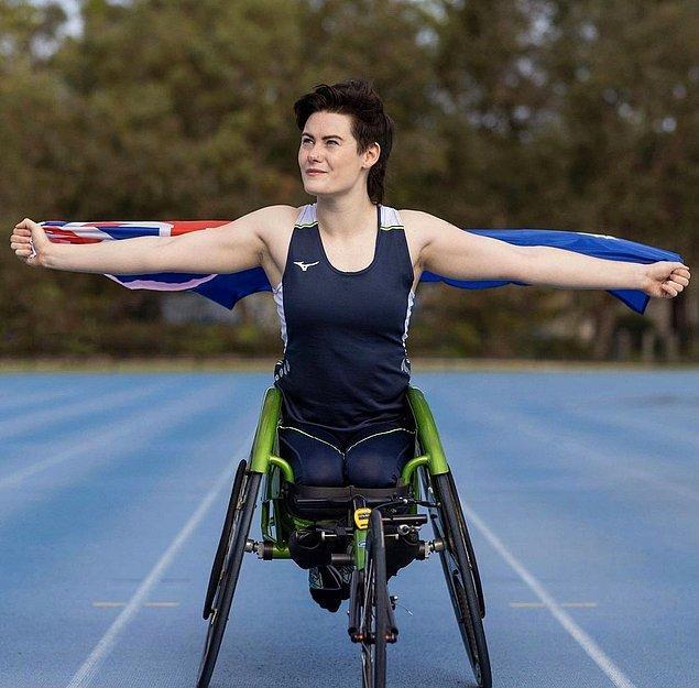 Avusturalyalı trans sporcu Robyn Lambird ise Paralimpik Oyunları'nda para atletizm dalında yarışacak. Kendisi daha önce uluslararası yarışmalarda birçok madalya kazanmıştı.