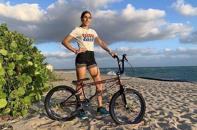 Bisiklet dalında yarışacak olan Amerikalı trans sporcu Chelsea Wolfe, kazandığı takdirde 'Amerikan bayrağını yakacağı' söylemiyle kendi ülkesinde gündeme gelmişti.
