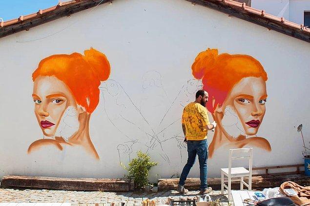 Kendisi, birçok şehrimizde duvarlara yaptığı çizimleriyle tanınıyor. Yani kendisini duymasanız bile eserlerinden birine mutlaka denk gelmişsinizdir.