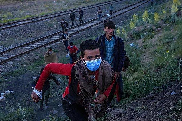 Suriye, Türkiye'nin komşusuydu. Yani hangi politika gereği Türkiye'ye geldiklerini bilemiyoruz ancak en azından mantıklı bir yanı vardı.