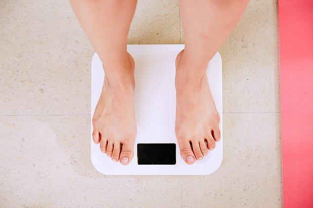 1. İdeal kilomuza dönmeye karar verdiysek önce bir o tartının üzerine çıkmak gerekiyor.