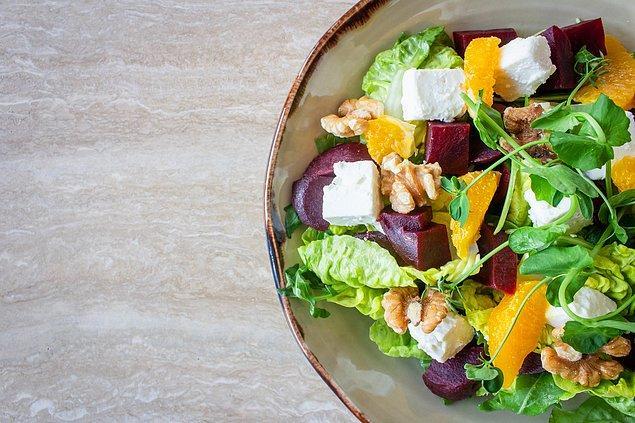 11. Diyet sürecinde ofise de kendi hazırladığınız az kalorili ve sağlıklı yemeklerinizi götürmeyi ihmal etmeyin.