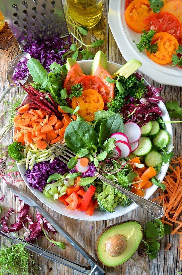 10. Diyet dostu olan salataları yemesi çok keyifli olsa da yapması hiç keyifli değil.