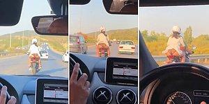 Motosiklette Rüzgardan Elbisesi Havalanınca İç Çamaşırı Gözüken Kadını Videoya Çekip Hakaret Etti!