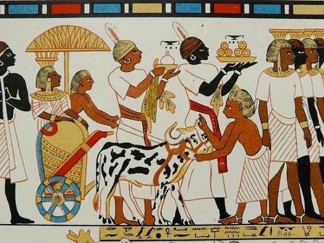 Mısırlılar, azılı düşmanları Hititler gibi kurban ayini yaparlar ama Hititler kadar barbar (Mısırlılar, Hititleri Barbar olarak görmekteydiler.) değillerdi.