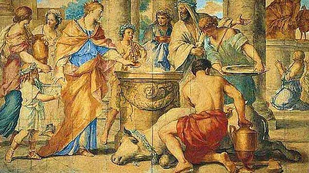 Kurban ayinleri, Mısır medeniyeti içerisinde oldukça önem arz ediyordu. Çünkü tanrıya yaklaşmanın ve bütünleşmenin bir yolu da kurbandı. Her defasında tanrıyla yakınlaşmak isteyen Mısırlılar için kurban etme yöntemi oldukça sık kullanılan bir yöntemdi.