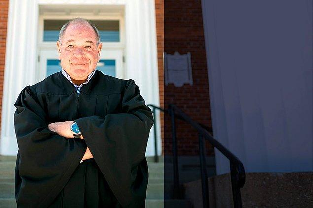 Ohio Bölge Yargıcı Michael Cicconetti'nin mantığı oldukça basit.