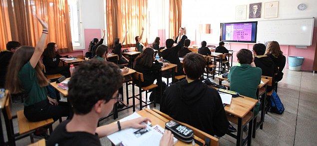 Hüseyin Çelik döneminde lise eğitimi 4 yıla çıkarıldı, yabancı dilde eğitimin verildiği hazırlık sınıfı büyük oranda kaldırıldı.