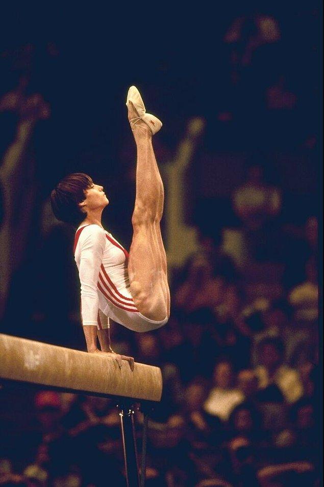 5. Olimpiyatlar tarihinde ilk kez tam puan alan 14 yaşındaki jimnastikçi Nadia Comăneci: