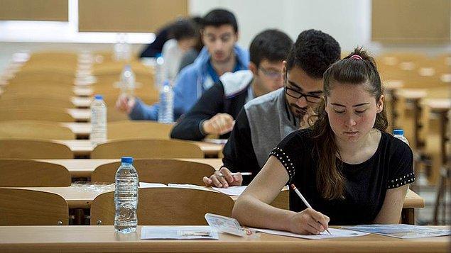 2010 yılında üniversiteye giriş sınavı olan ÖSS kaldırıldı. Yerine iki aşamalı bir sınav sistemi getirildi. Üniversite adayları önce YGS sınavına giriyor, barajı geçenler ise LYS'ye girmeye hak kazanıyordu.