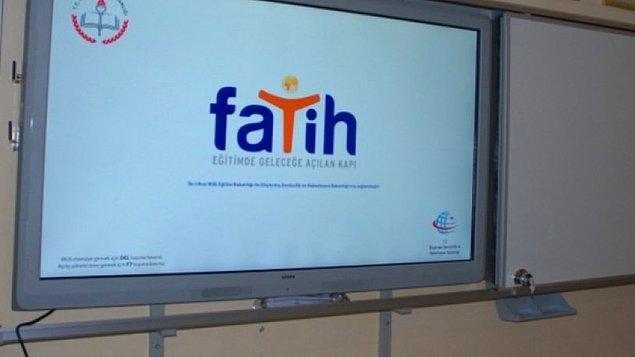 Ülke genelinde 620 bin derslikte akıllı tahta kullanarak dersleri dijital ortama taşıma hedefiyle 2011 yılında FATİH Projesi hayata geçirildi. MEB'in sınıflara dizüstü bilgisayar, projektör ve internet altyapısı sağlayacağı projede ne kadar verimli olundu, bilinmiyor.