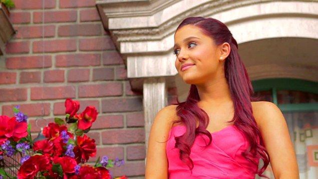 5. Ariana Grande kariyerinin başlarında söylediği 'Put Your Hearts Up' şarkısından ve klibinden nefret ediyor.