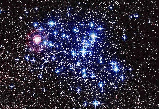 Özellikle bulutsuz havalarda gökyüzüne baktığımızda 2 ila 3 bin civarında yıldızı çıplak gözle görebiliriz.