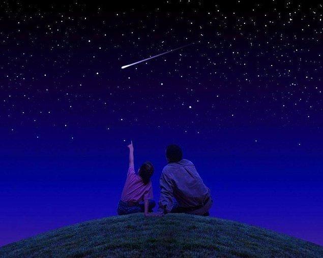 Yıldız kaymasının nedenlerini öğrendiğimize göre şimdi geldi neden her yıldız kaydığında yani meteor düştüğünde dilek tuttuğumuza...