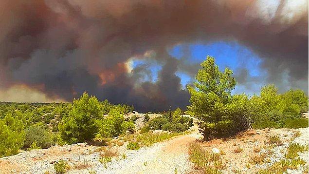 Dün öğle saatlerinde yine ciğerimize ateş düştü; Antalya'nın Manavgat ilçesinde, 4 ayrı noktada orman yangını çıktı.