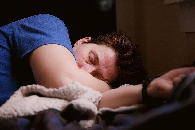 Artis, herkesin uyku ihtiyacının farklı olduğunu söylüyor. İnsanların uyku ihtiyacı sürelerinin değişmesinin yaş, aktivite seviyeleri ve sağlık gibi bireysel faktörlere dayandığını belirtiyor.