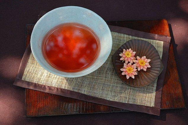 """4. """"Kore'de çay demleme seremonisi; doğa ve insan yaşamının harmonisi, zihni güçlendirmek, aydınlığa ulaşmak gibi amaçlarla yapılıyor."""""""