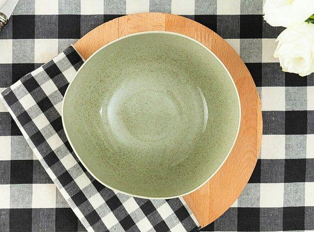 9. Yemek masanıza çok yakışacak hoş bir kase.
