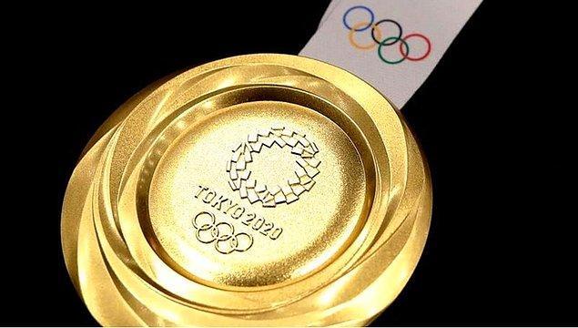 """Kullanıcının bir takipçisi, """"Hasarlı 2013 Mini Cooper'ımı almak için 7 altın madalya kazanmaları gerekiyor"""" yorumunu yaptı."""