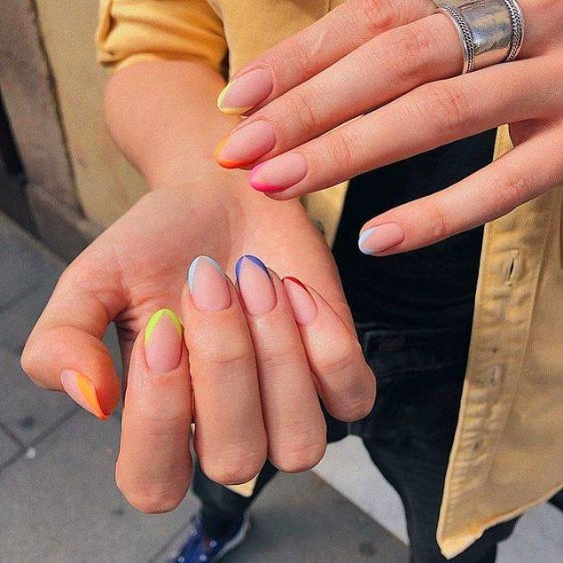 10. Renkli french nail artlar bu yılın yükselen tırnak trendleri arasında yer alıyor.