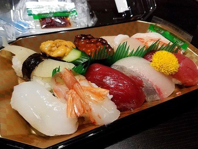 3. Japon süpermarketlerinde suşi böyle satılıyormuş.