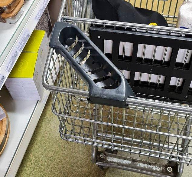 4. Kimi süpermarketlerdeki arabalarda, kalem ya da pil gibi ufak ürünleri koymaya yarayan böyle özel tutamaçlar varmış.