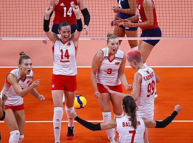 Maçın son bölümünde daha az hata yapan ABD seti 15-12, maçı da 3-2 kazanan taraf oldu.