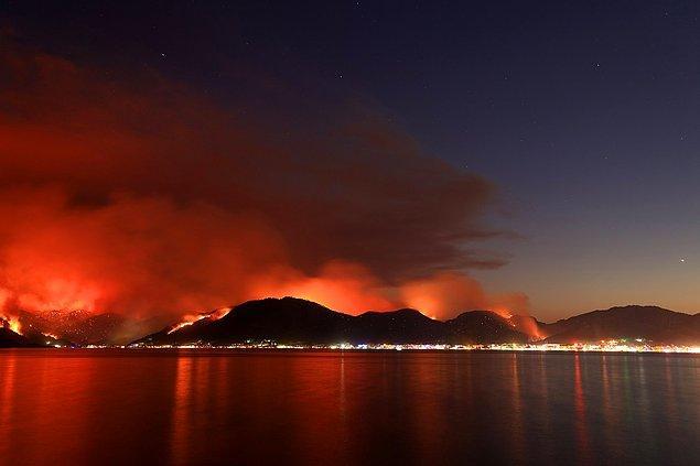 Sonraki en büyük yangın haberi Marmaris'ten geldi. Her dakika daha da büyüyen yangın hala daha kontrol altına alınabilmiş değil.