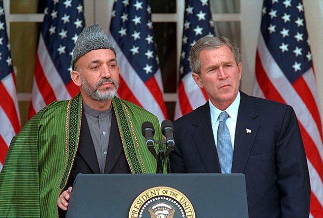 Bu arada 2002'de toplanan geleneksel Afgan Meclisi Hamid Karzai başkanlığında geçiş hükumeti belirler. Amaç, ülkenin Taliban ve El-Kaide'den temizlenmesidir. Karzai 2004'te seçimle başa gelir.