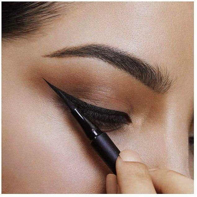 4. Gün boyu akmayan, bulaşmayan, dağılmayan kalıcı süper güçlü formülü ile en çok satan eyelinerlardan biri Maybelline.
