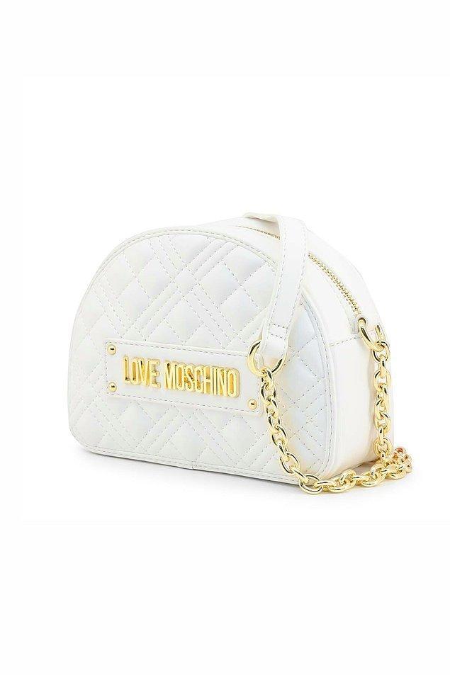 2. Sadece renkli modeller değil Love Moschino'nun beyaz renk gold detaylı çantaları da harika...