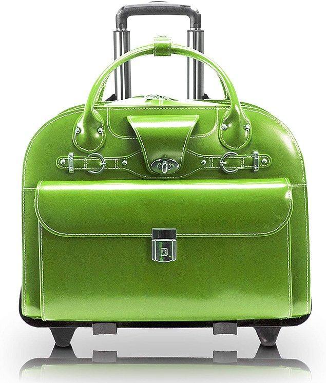 9. Bir evrak çantası ne kadar şık olabilir diye düşünüyorsanız, işte cevabı... İçinde tablet çantası da var. McKlein marka deri çantanın rengi de harika...