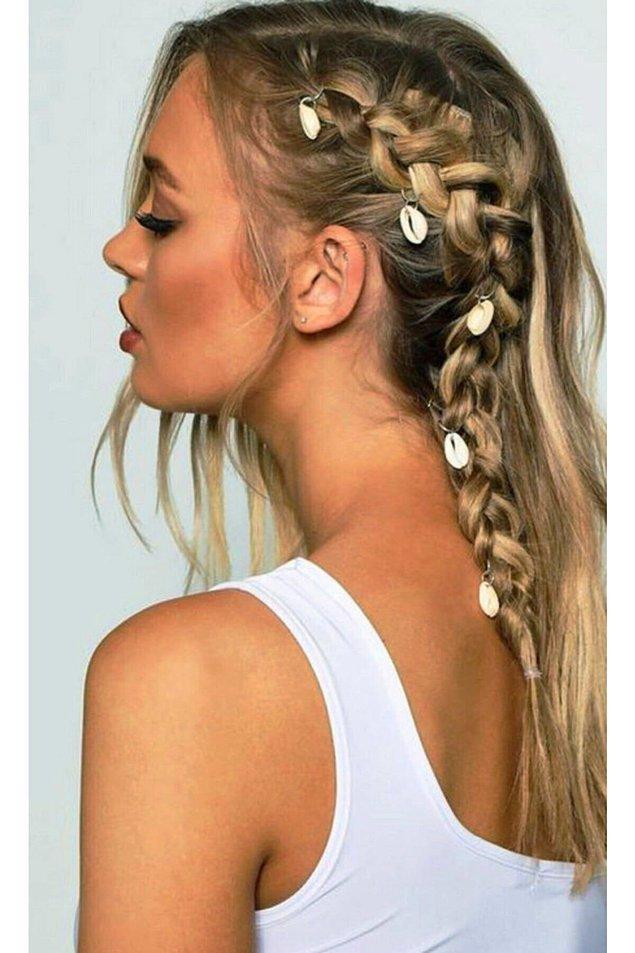 9. İddialı bir yaz saçı için deniz kabuğu saç küpelerine şans vermeniz gerekiyor. 👌