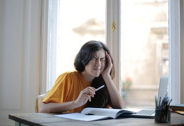 Migren ağrıları, 4 ila 72 saat arasında sürebilmektedir.