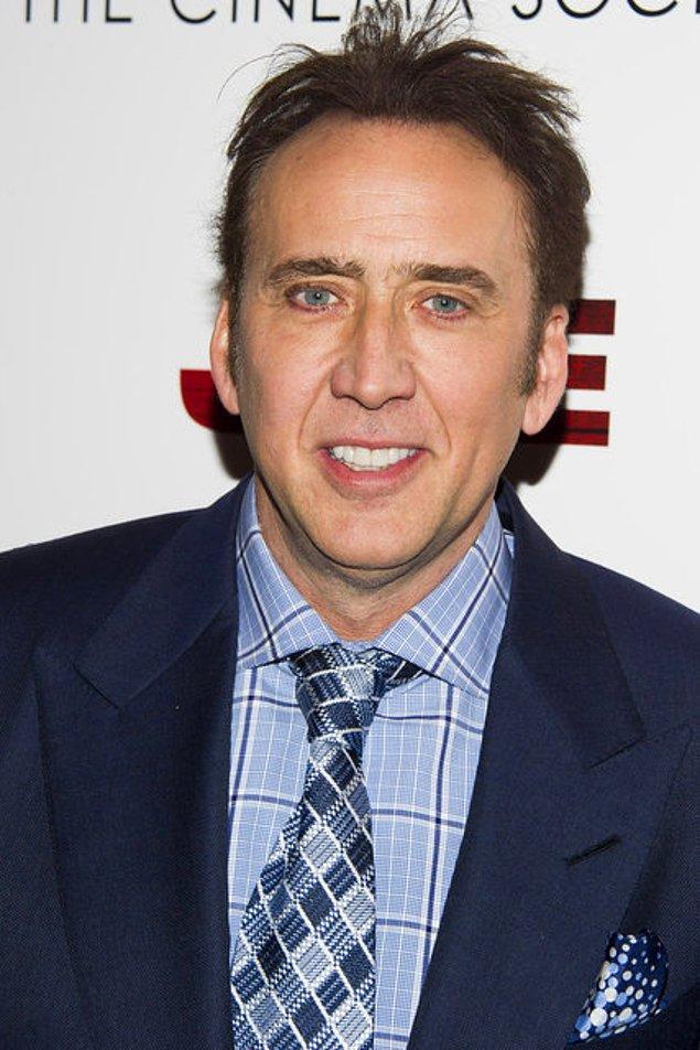2. 2007'de Nicolas Cage, Moğolistan'dan çalındığını bilmediği bir Tyrannosaurus bataar kafatası için 276.000 dolar ödemişti.