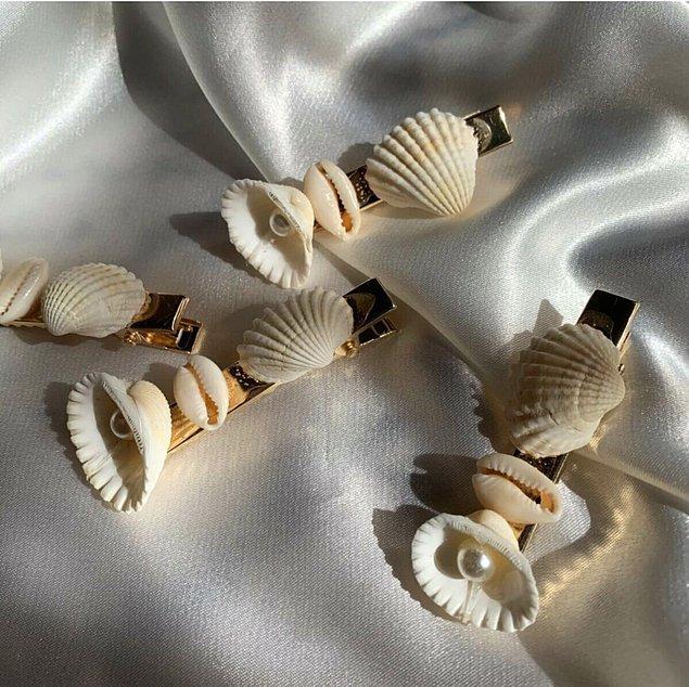 10. Salık kullanmayı sevdiğiniz saçlarınıza takacağınız birkaç deniz kabuğu tokası ile göz alıcı görünmeyi başarabilirsiniz.