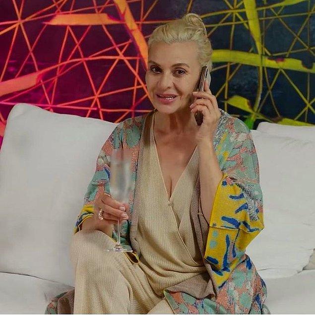 8. Cam Tavanlar dizisinde Süreyya'nın giydiği desenli hırka ve alt üst takımın markası Knitts.