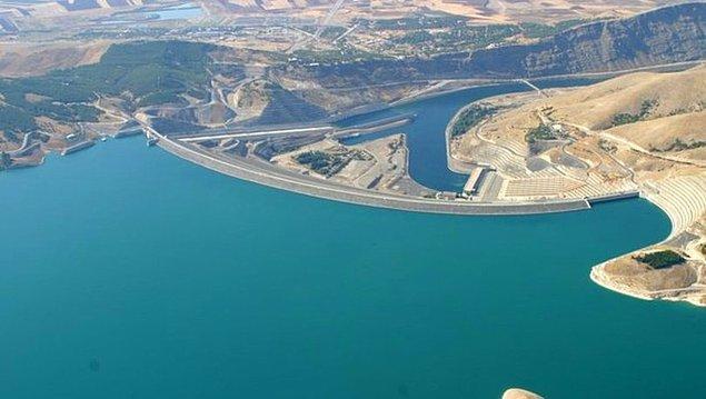 8. Türkiye'de yerleşim yerlerine yapılan ilk baraj hangisidir?