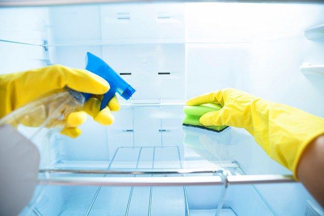 9. Buzdolabını çok sık temizlemek.
