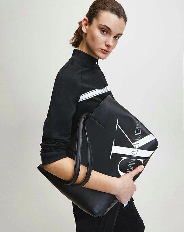 8. Spor ve klasik tutkunuzu Calvin Klein çanta modelleriyle bir araya getirebilirsiniz.