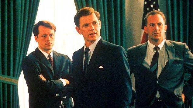 7. Thirteen Days (2000)