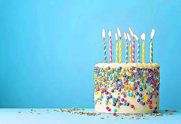 Hayatında istediğin her şeyin gerçekleşeceği güzel bir yıl diliyorum. Doğum günün kutlu olsun.  Sevdiklerin ile birlikte geçereğin güzel bir yıl yaşarsın umarım. Neşe dolu bir yıl geçirmen dileğiyle.  Hayatın acılarının uğramayacağı, mutluluk ve huzur dolu bir yıl geçirmeni dilerim. Nice mutlu yıllara.  Hissettiğin yaşta geçireceğin neşeli ve keyifli bir 365 gün olur umarım senin için. Doğum günün kutlu olsun.  Umutlarını ve neşeni koruyabileceğin, hayattaki zorlukların seni yıldırmayacağı bir yıl geçirmeni diliyorum. Güzel yaşlara.  Yüzündeki sevginin bir an olsun bile eksilmediği, aksine her gün daha artacağı güzel bir yaş geçirmeni dilerim. İyi ki doğdun.  Kötü günlerin geçmişte kalacağı, güzel günlerin ise her gün yaşanacağı güzel bir yıl geçirmeni diliyorum. Önündeki 365 gün boyunca yeryüzündeki iyi olan şeylerle karşılaşmanı diliyorum. Güzel yıllar dilerim.