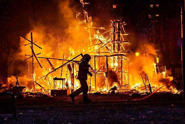 Başta Manavgat, Bodrum ve Marmaris olmak üzere ülkemizin 6 şehrinin farklı bölgelerinde onlarca yangın çıktı.