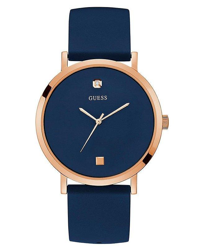2. Sevdiğinize bir hediye almak isterseniz bu Guess saat çok güzel.