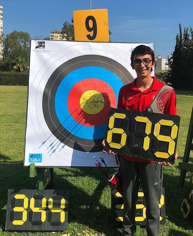 Dünya Okçuluk Federasyonu'nun gelecek vaat eden 5 okçusu arasında gösterilen Mete Gazoz ilk defa Bakü'de düzenlenen Avrupa Oyunları'nda Türkiye'yi temsil etti.