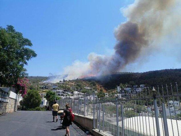 Kumbahçe Mahallesi'nde çıkan yangın rüzgarın etkisiyle İçmeler Mahallesi'ndeki tersaneye kadar ulaştı.